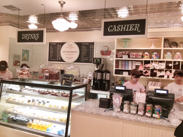 TabiEats: Magnolia Bakery in Tokyo - The Best Cupcakes in Town