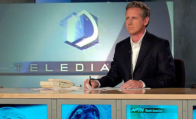 Milá presentó el Telediario sin corbata una temporada