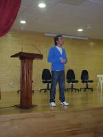 Nuestro  compañero Antonio inició el acto entregando el primer y segundo premio a los ganadores de la actividad de VideoCreación.