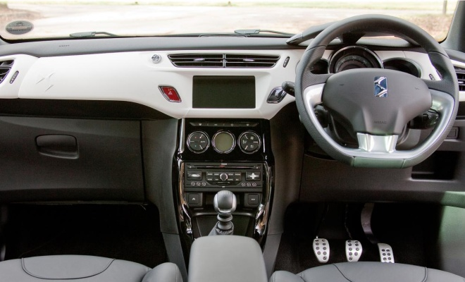 Citroen DS3 Ultra Prestige dashboard