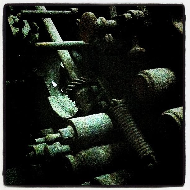 iPhoneography : Cigarette Making Machine - La Tabacalera, Madrid