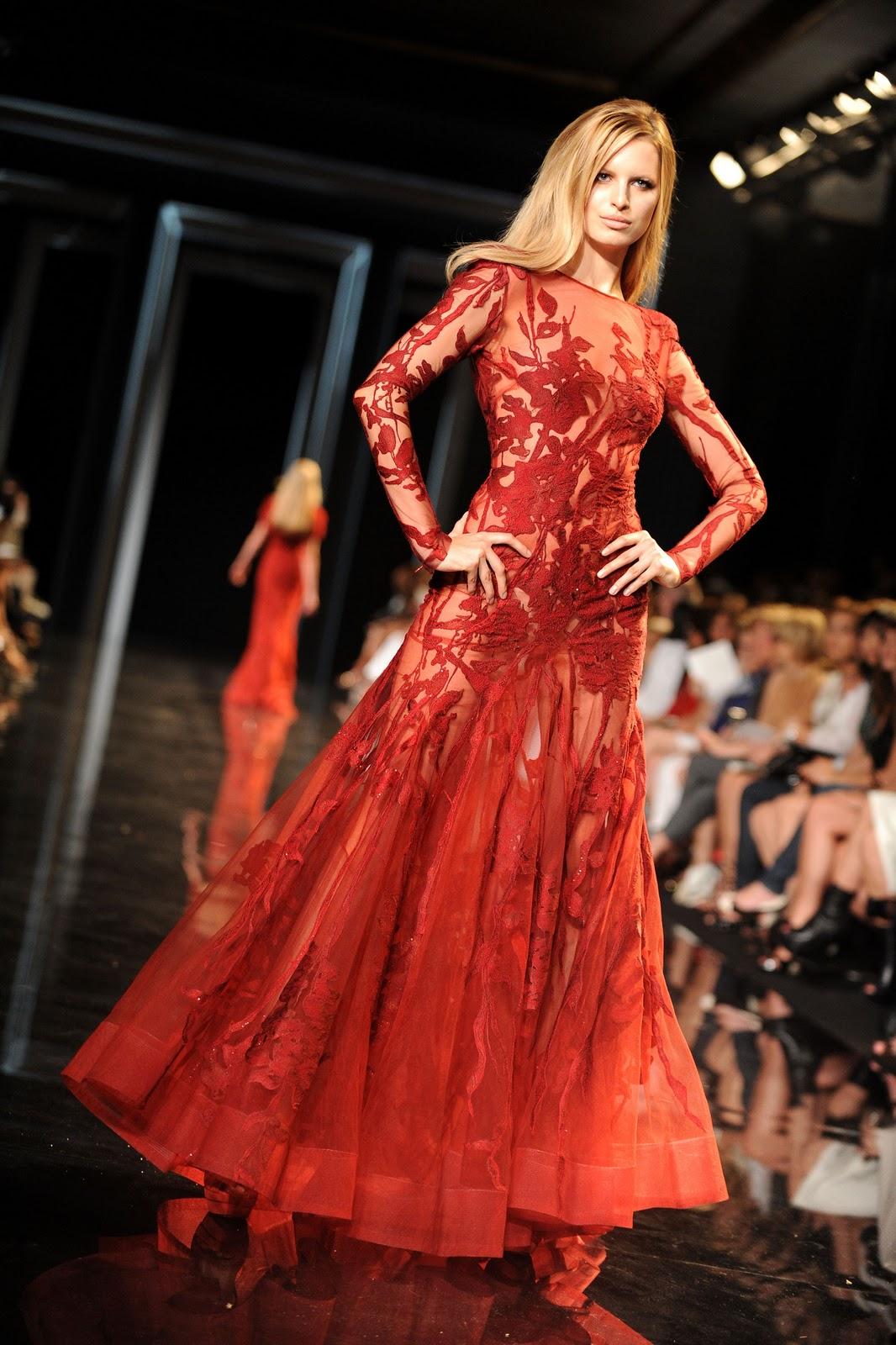 http://1.bp.blogspot.com/-V9GYGKBz3-E/TqKsjyuyVuI/AAAAAAAABaY/Wyp1kn5Awhs/s1600/karolina-kurkova-2010-2011-fashion-show-elie-saab-haute-couture-fallwinter-20.jpg