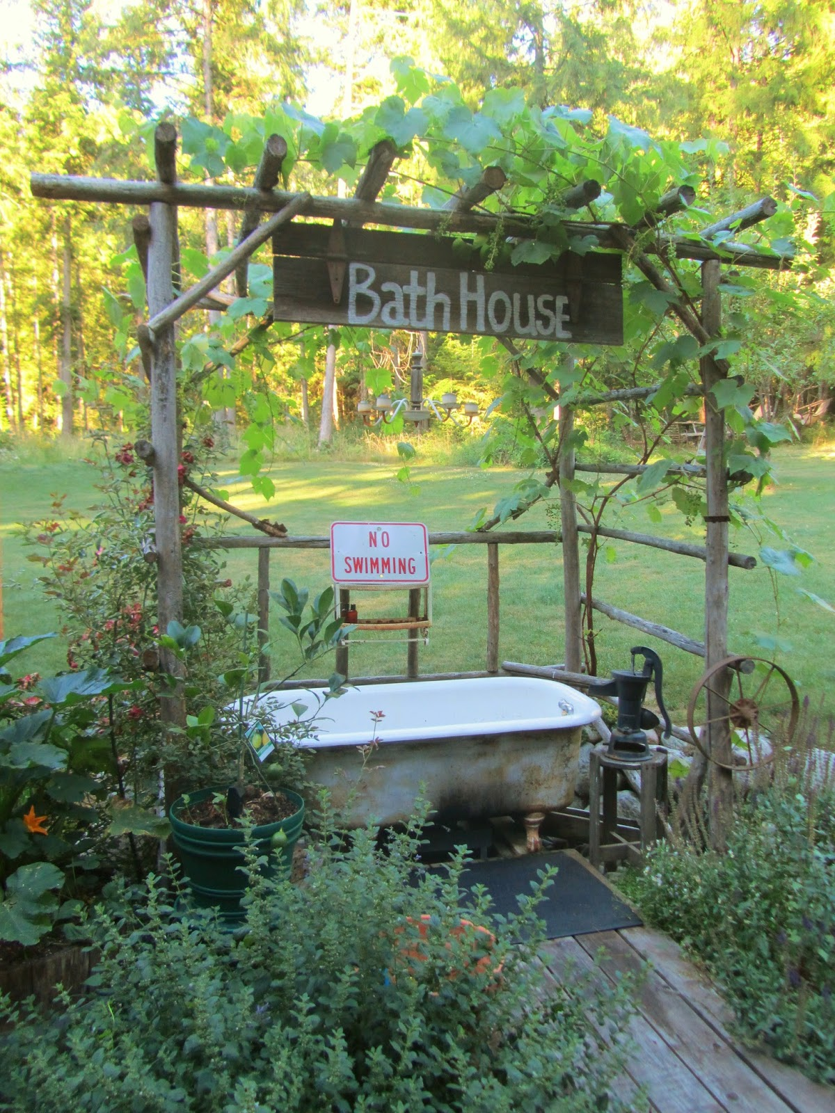 Cedar house soaps lazy summer afternoon for Outdoor badewanne