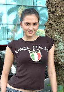 "<a href="" http://1.bp.blogspot.com/-V9Phi3gghkM/USMGL3V6A-I/AAAAAAAAB1I/E2o58NV8cx0/s320/149014_165310486842158_827202_n.jpg""><img alt=""tifosi cewek sepakbola italia,cewek seksi cantik fans italia sepakbola"" src=""http://1.bp.blogspot.com/-V9Phi3gghkM/USMGL3V6A-I/AAAAAAAAB1I/E2o58NV8cx0/s320/149014_165310486842158_827202_n.jpg""/></a>"