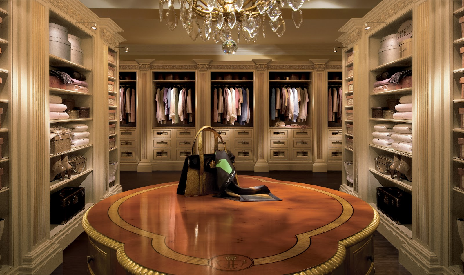 Attirant Clive Christian Luxury Dressing Room Furniture
