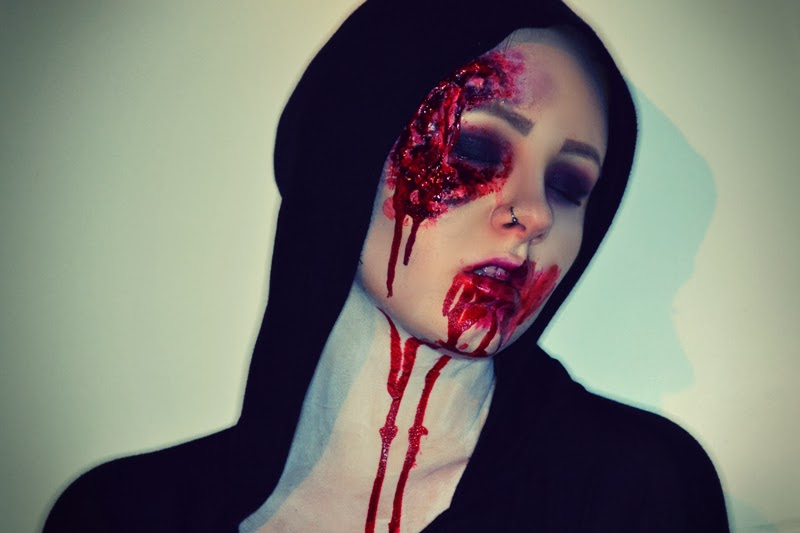halloween-blutiges-vampir-makeup