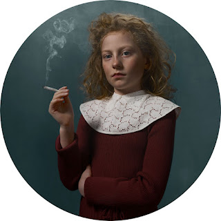 Frieke Janssen, Smoking Kids - Rygende pige med cigaret