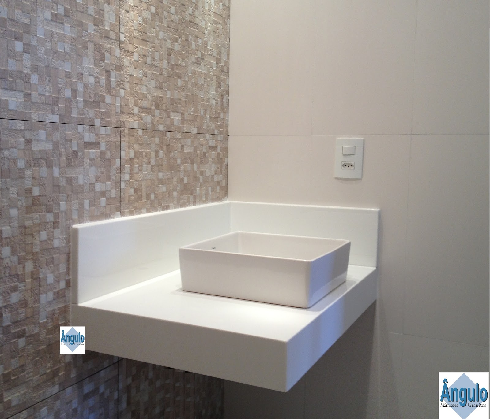 Ângulo Mármores e Granitos: Cuba de Apoio Bancada Nanoglass #446387 1600x1370 Banheiro Com Bancada Branca