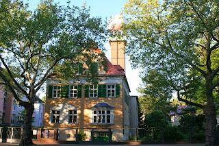 Villa mit Wetterradar-Turm -  ehemals Meteorologischer Dienst der DDR