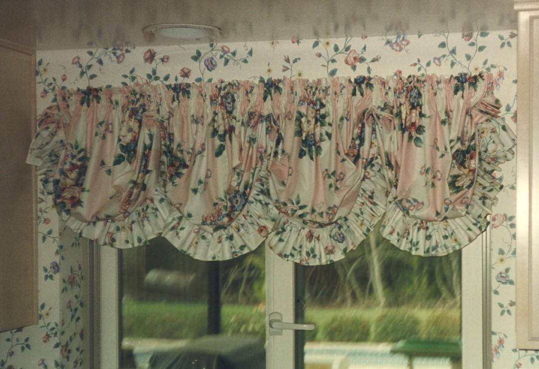 Balloon valance curtains