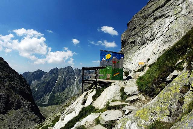 slovakia-rysy-peak-hike-toilet