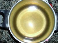 Almíbar listo de los lacitos de hojaldre y miel
