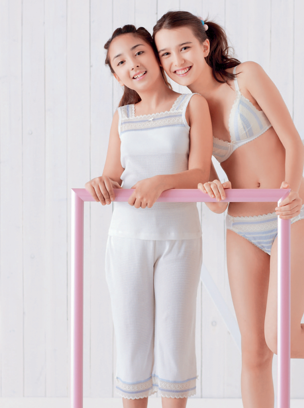 Tweens womens hipster pink panty.