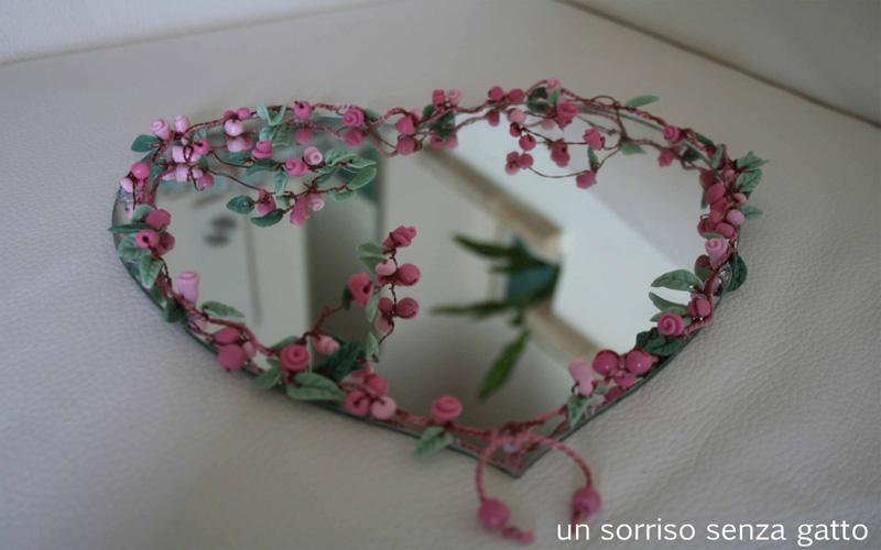 Un sorriso senza gatto rose e cuori - Specchio a cuore ...