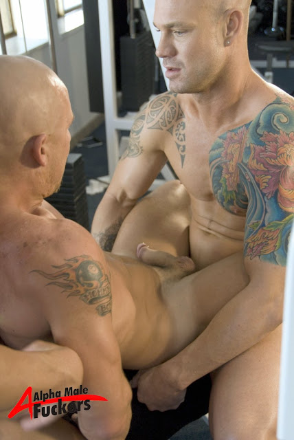 Hot muscle hunks Kurt Rogers, Jed Wilcock and DJ in Gym Threeway
