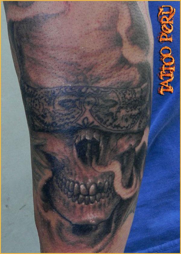 Tipos de Aros para Piercing o Perforaciones. 01_tatuaje_de_un_craneo