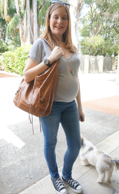 Away From Blue   Second Trimester Flight Outfit grey tee Jeanswest maternity skinny jeans