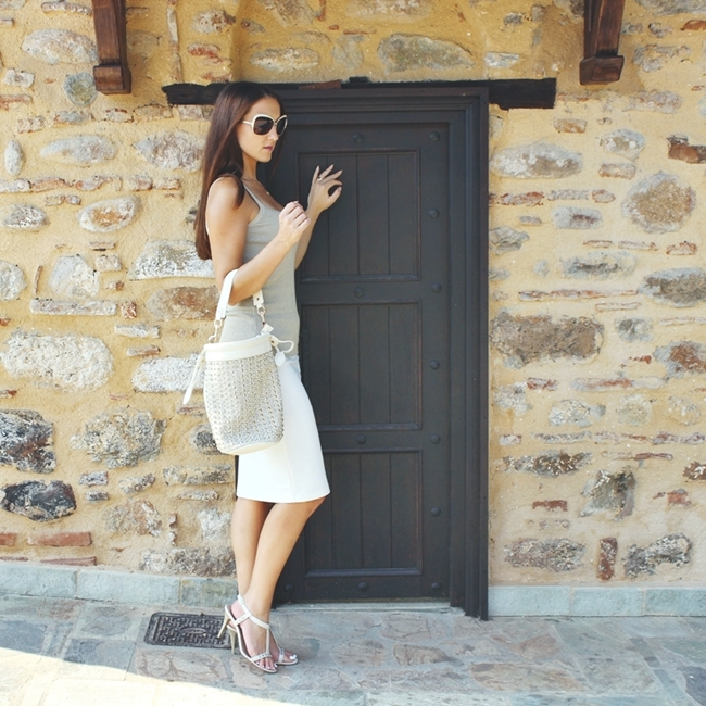 Jelena Zivanovic Instagram @lelazivanovic.Glam fab week.Outfit cream and gold, sleek and chic.