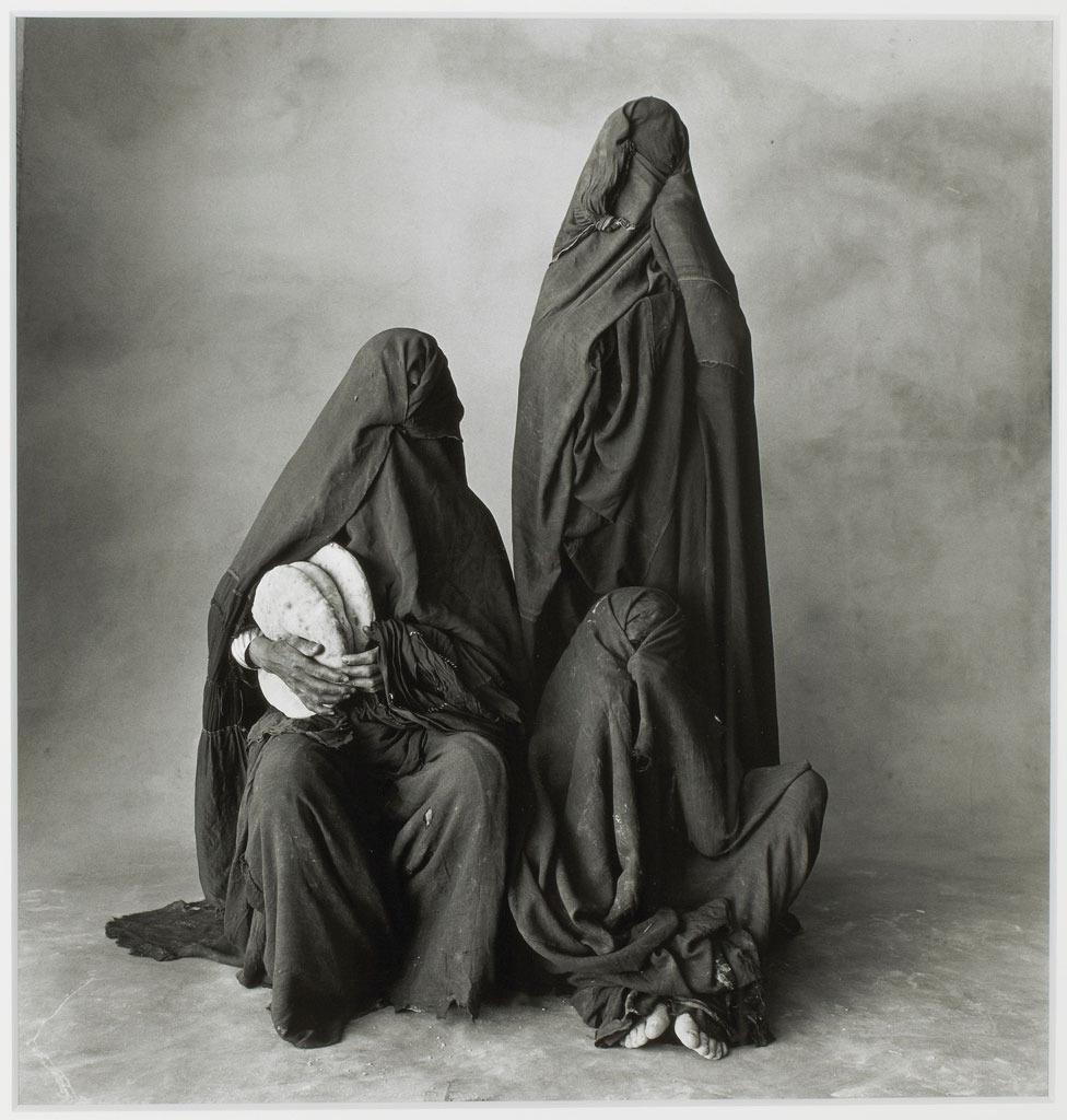 Dali arabic woman with bombastic ass in tight dress - 2 6