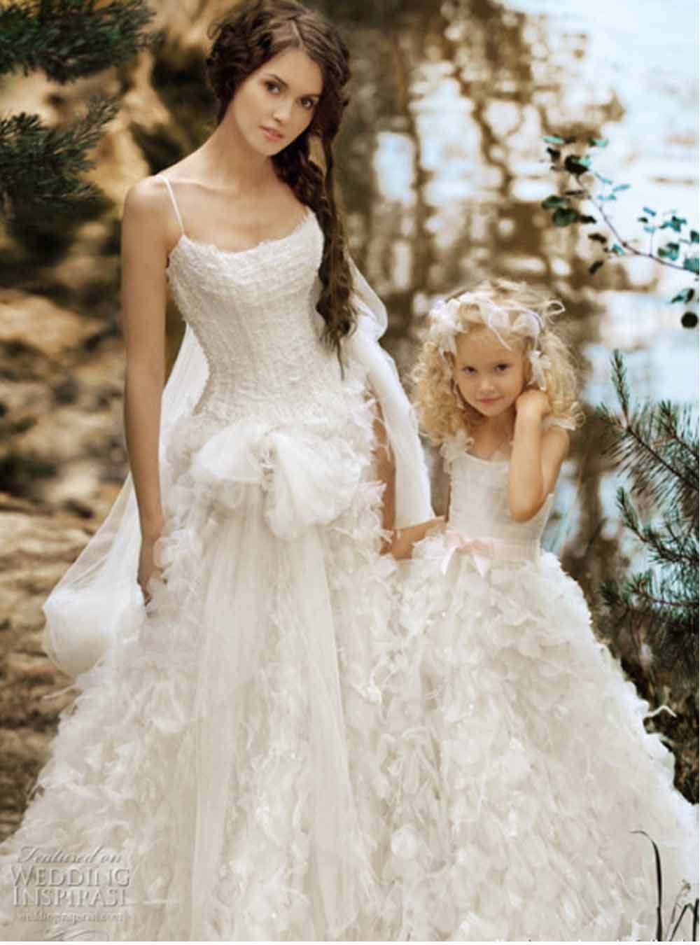 Simple wedding dress hairstyles and fashion for A pretty wedding dress