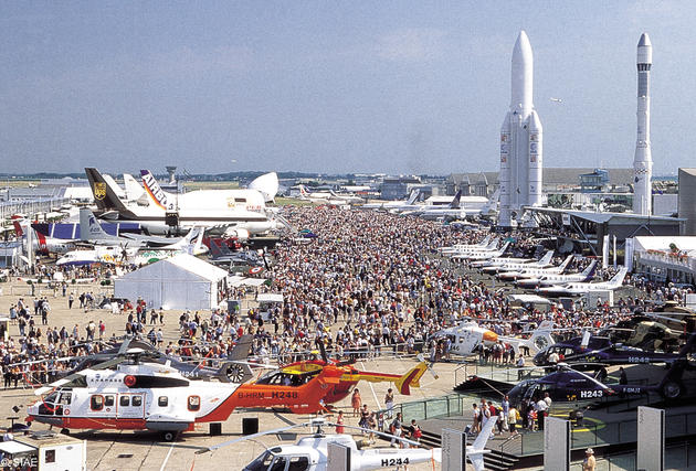 صور رائعة من باريس  Top_10_things_to_do_while_in_paris_le_bourget_airshow2