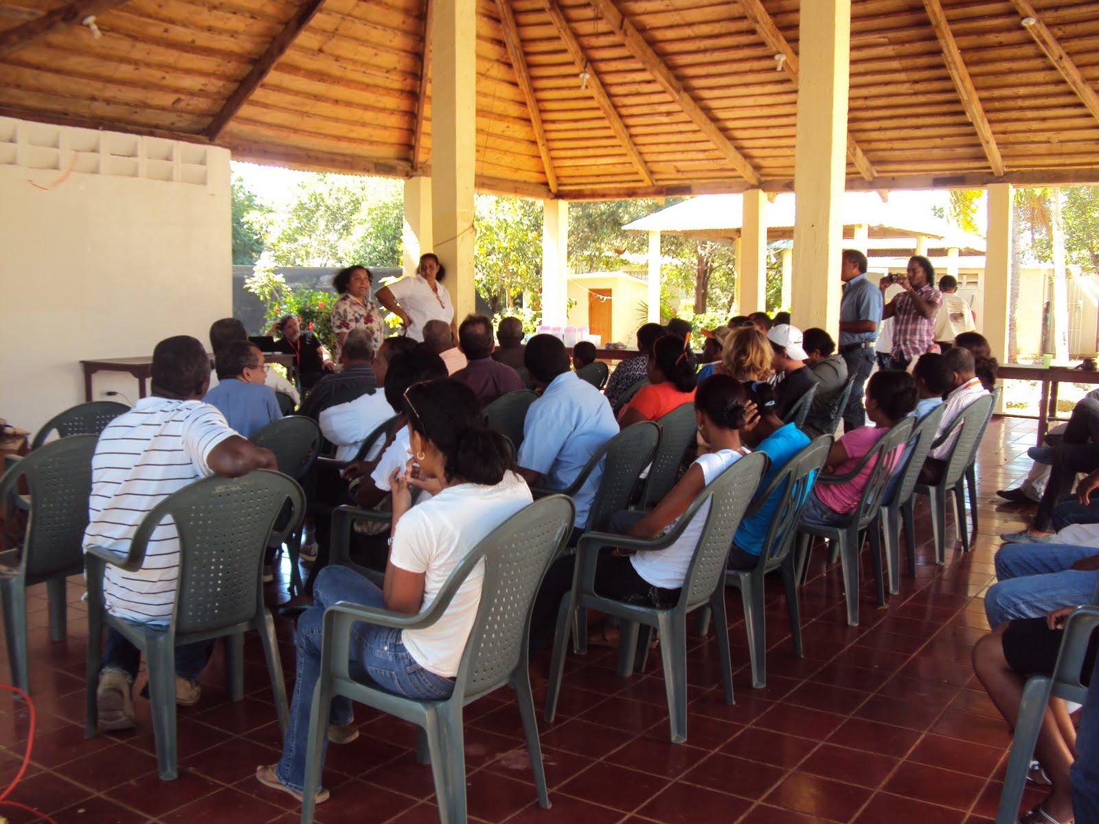 Jard n bot nico y el grupo jaragua clausuraron taller for Jardin botanico talleres