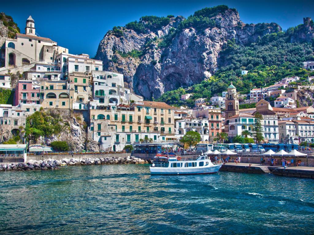 http://1.bp.blogspot.com/-VBvlwy3DudU/UC4gwIw-LMI/AAAAAAAAFAU/bPuJTSnxBhk/s1600/Amalfi+Coast,+Italy+14.jpg