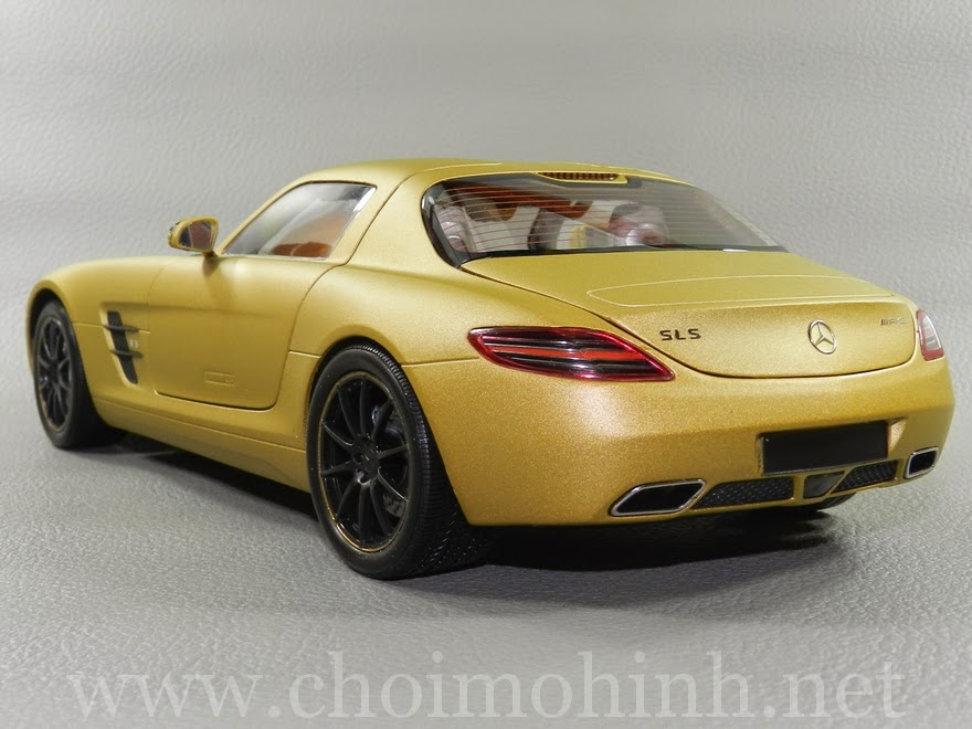 Mercedes-Benz SLS AMG 2010 1:18 Kyosho back