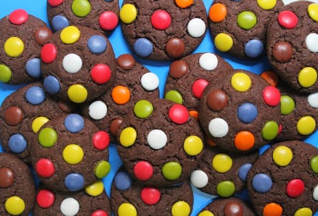 http://eldulcemundodenerea.blogspot.com/2013/12/galletas-de-chocolate-y-pipas-rellenas.html