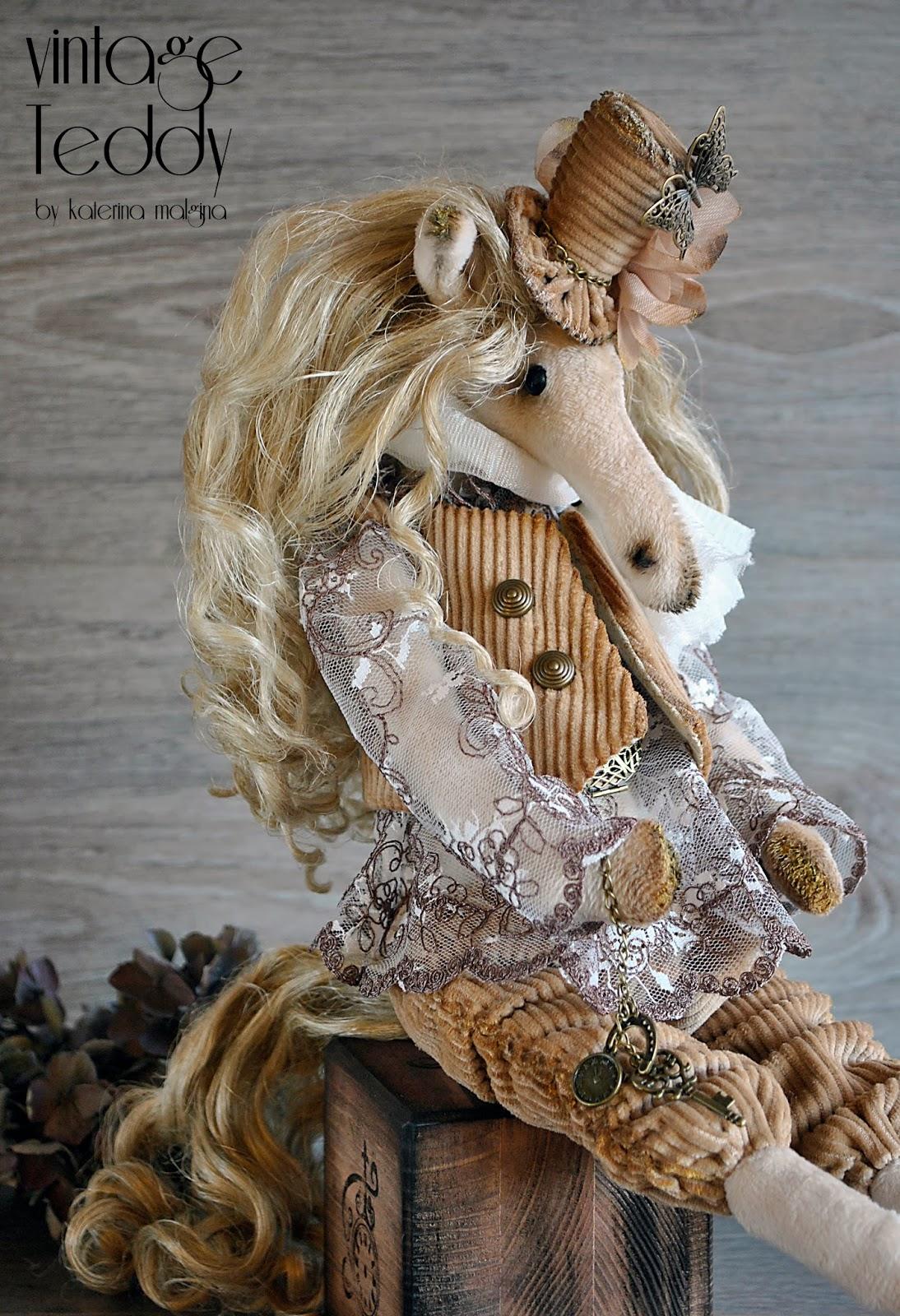 Лошадка в шляпке