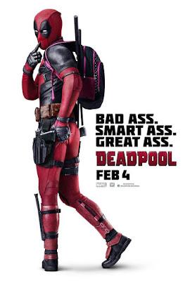 """Na imagem: Pôster de Deadpool com o herói meio de costas mostrando a bunda e um dedo sensual na boca comicamente, ele também tá usando uma mochilinha rosa. Ao lado o texto """"bad ass. smart ass. great ass."""""""
