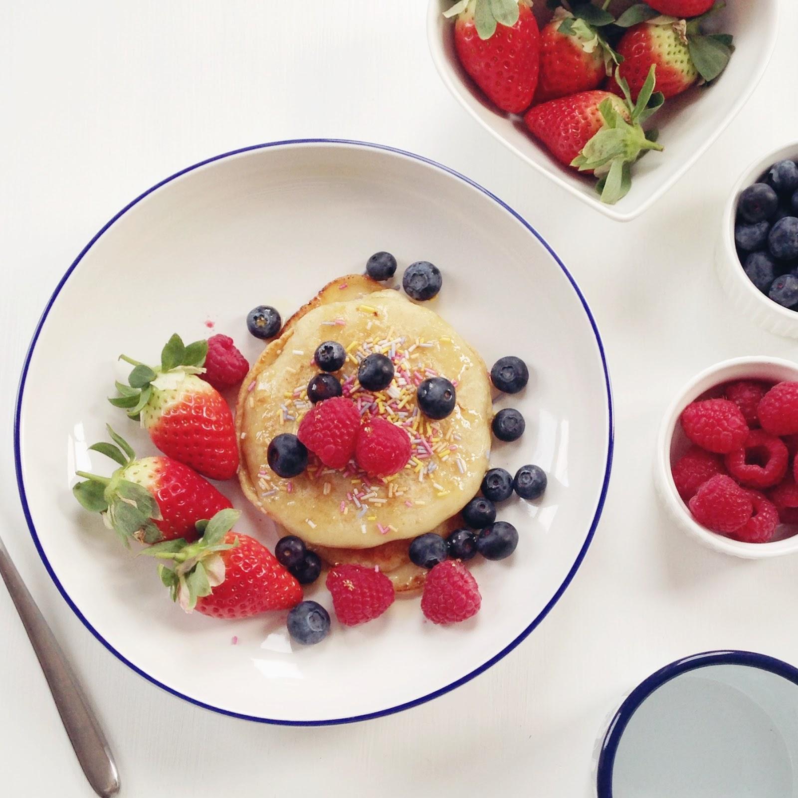pancakes, pancake and fruit,