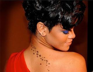 rihanna sırtındaki dövme foto