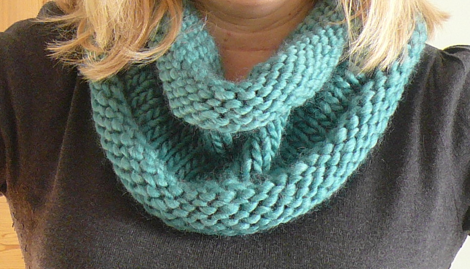 Handmade Jane: How to get yourself a snood if you can\'t knit....
