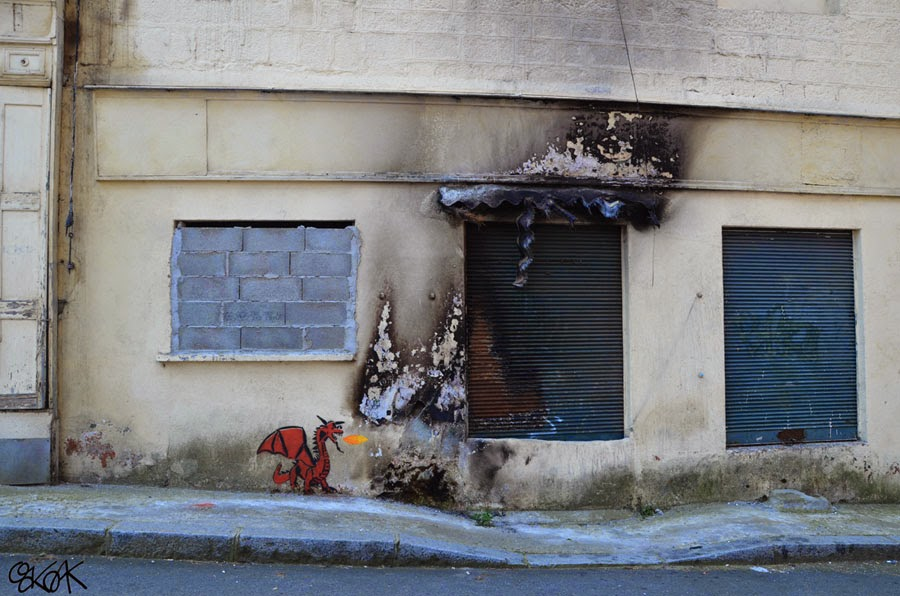 19-The-Dragon-Smaug-OakOak-Street-Art-Drawing-in-the-City-www-designstack-co