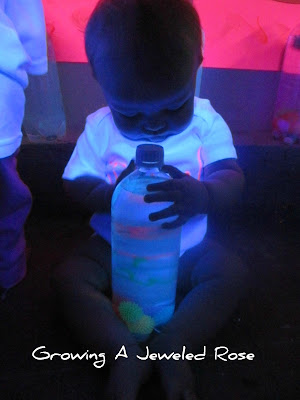 glowing sensory bottle activity