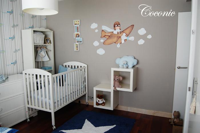 Mural pintado a mano de ni o aviador en una habitaci n for Habitaciones para ninas pintadas