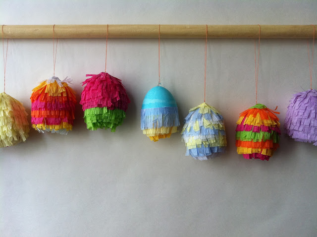 http://bloggingcornerblog.blogspot.fr/2012/04/easter-egg-pinatas.html
