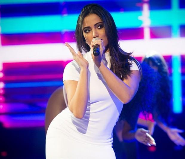 Anitta cancela shows por causa de cisto e edema nas cordas vocais