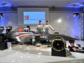 F1-Sauber-C32-launch-2013_4