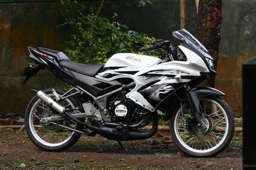 Cara Bersihkan Super Kips Kawasaki Ninja 150 RR Menggunakan Cutter