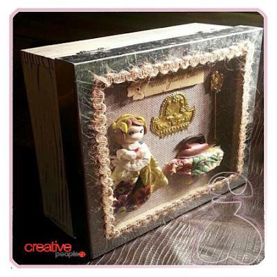 Cajita fallera en madera decorada a mano, modelo Vitrina realizada por Sylvia Lopez Morant.