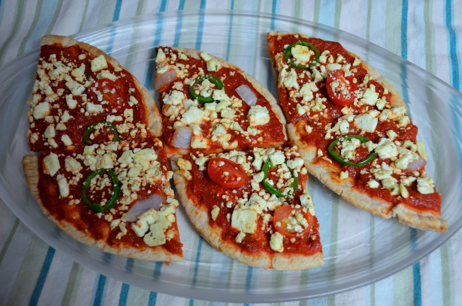 mini pita pizza, individual pizzas, healthy eating, clean eating recipe, pizza recipe, whole wheat pita, whole wheat pizza