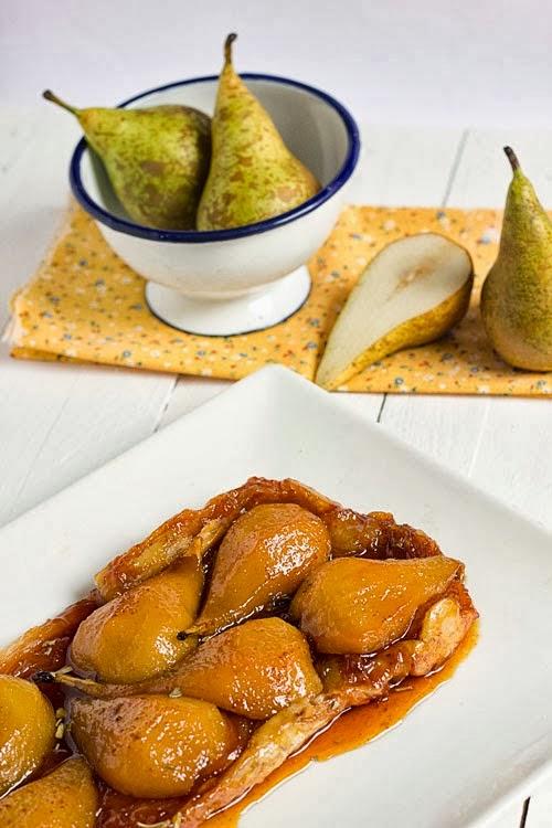 Tarta Tatín de peras al aroma de salvia