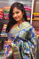 Madhavi Latha Saree Stills12