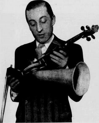 Julio De Caro con su violin corneta