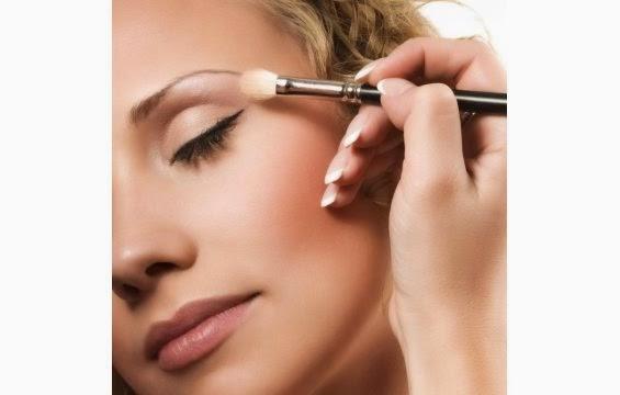 الصح والخطأ في وضع مكياجك 1388757691_the-best-eye-makeup-tips