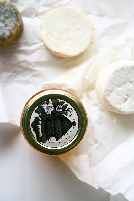 Miel et fromages de chèvre du marché