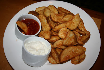 Wedges with chilli and sour cream!