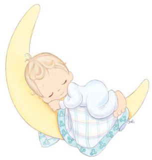 Bebe durmiendo en la luna